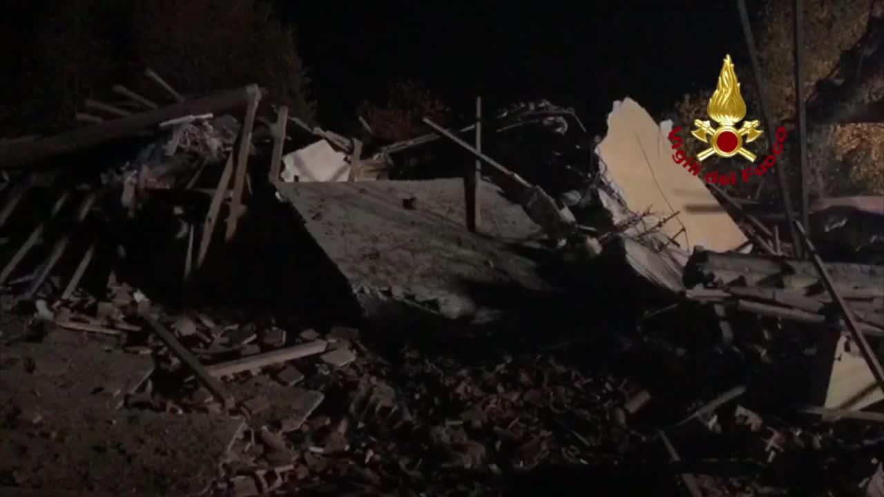 Video: Esplode un cascinale, muoiono 3 vigili del fuoco