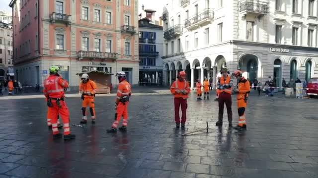 Video: Vola l'albero di Natale di Lugano