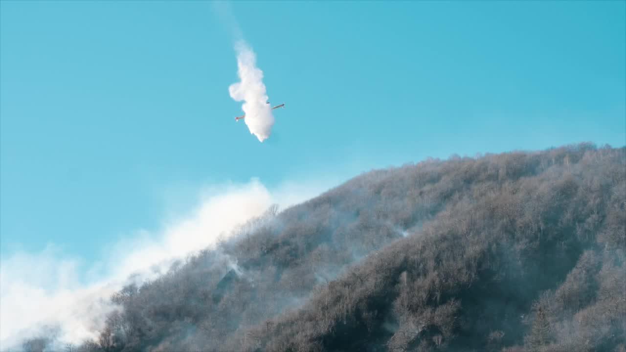 Video: La giornata tra le fiamme sul monte Mondonico