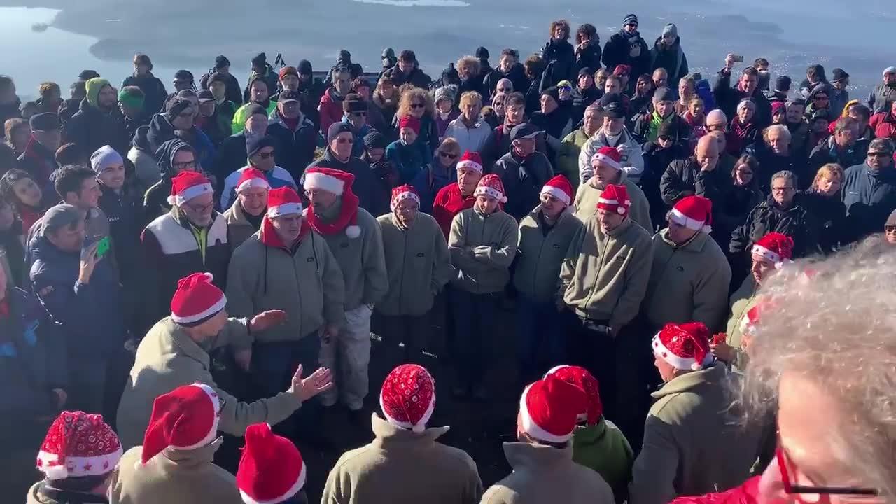 Video: Il coro di Natale al Forte di Orino