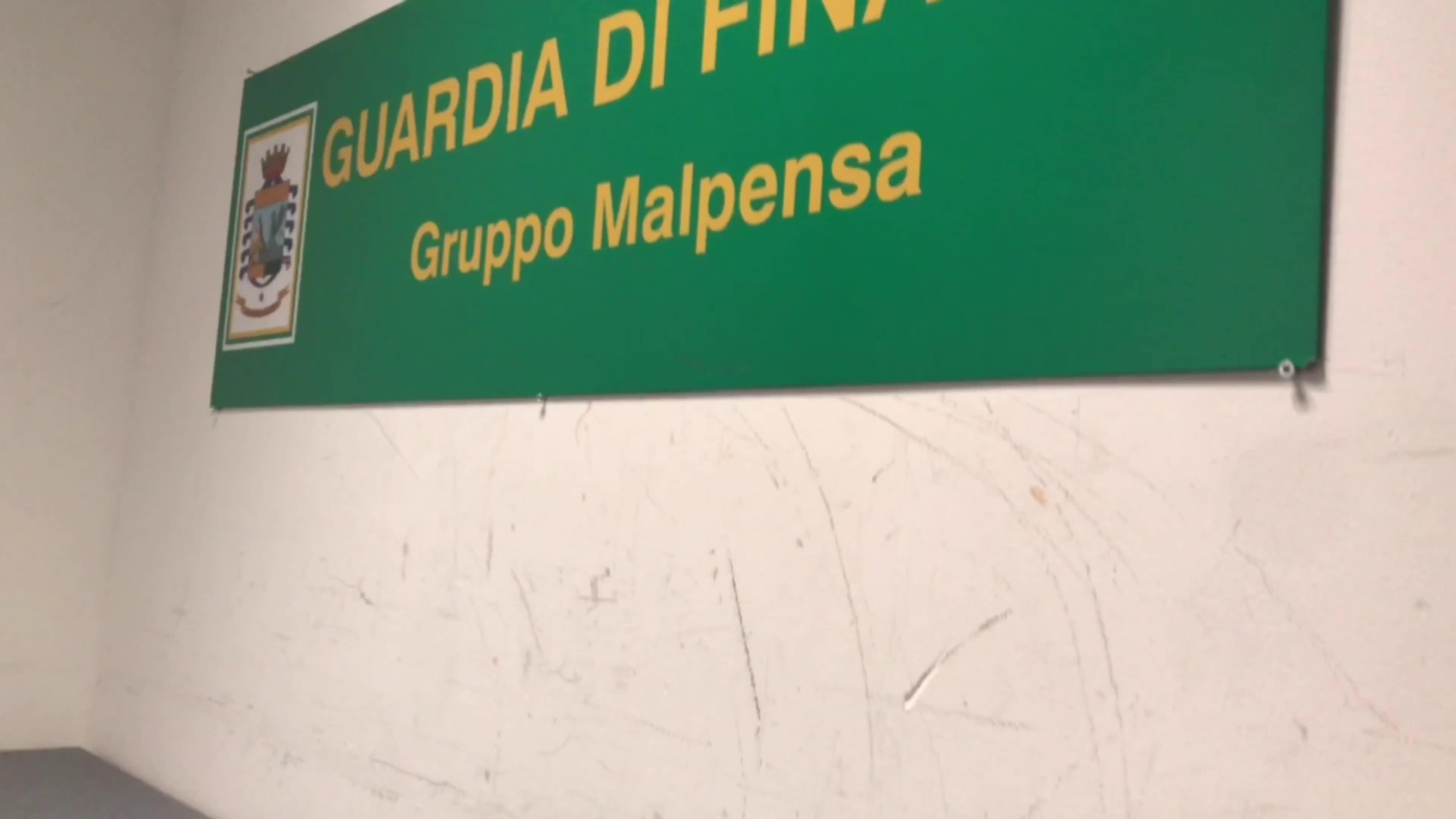 Video: Sequestrate 900 stecche di sigarette a Malpensa