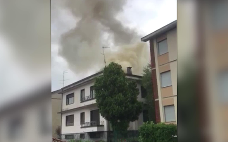 Video: L'incendio di un tetto a Biumo