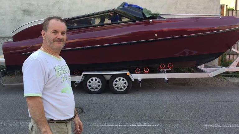 """Video: """"Ho costruito un motoscafo Riva in giardino"""""""