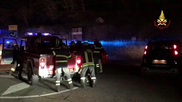 Video: La lunga notte dell'incendio al Campo dei Fiori