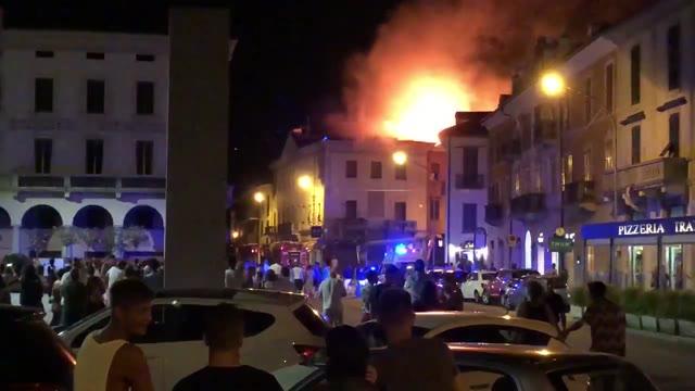 Video: Incendio a Luino