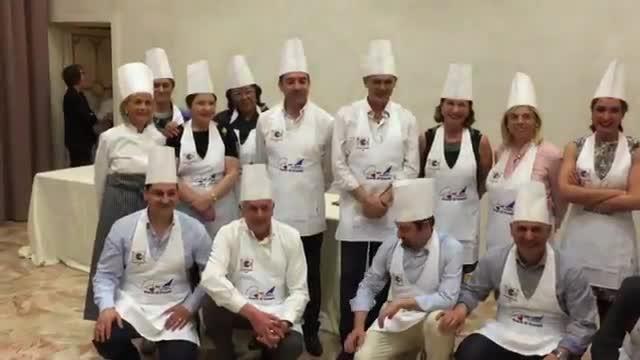 Video: Carabinieri, polizia e guardia di finanza ai fornelli con la fondazione Ascoli