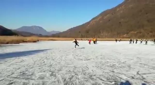 Video: Le pattinatrici della torbiera