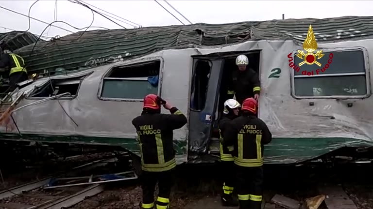 Video: Una forte vibrazione e poi lo schianto: terrore sul treno dei pendolari