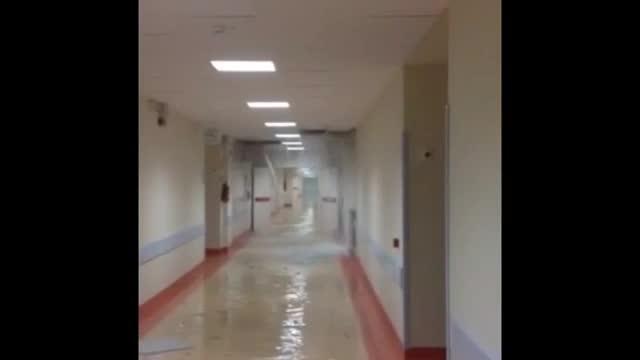 Video: Cascate d'acqua nei sotterranei dell'ospedale