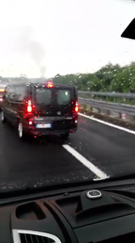 Video: Auto in fiamme sulla superstrada della Malpensa