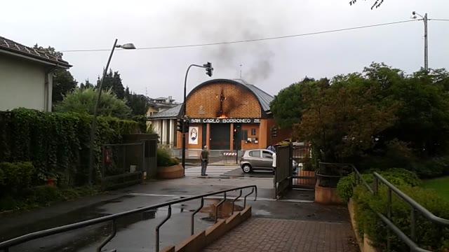 Video: Brucia la croce di SanCarlo