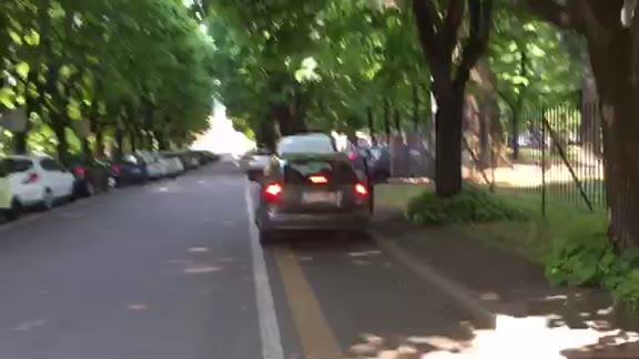 Video: Ciclabili usate come parcheggio a Gallarate