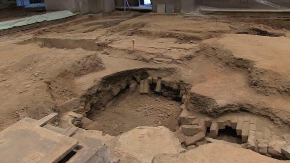 Video: La Chiesa che ricompare da sotto il pavimento