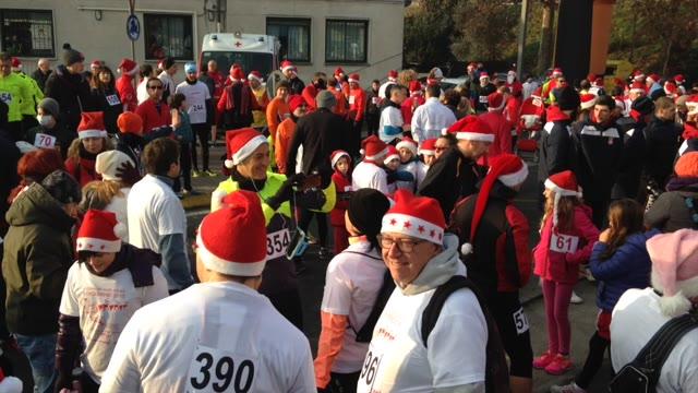 Video: La corsa dei babbi Natale