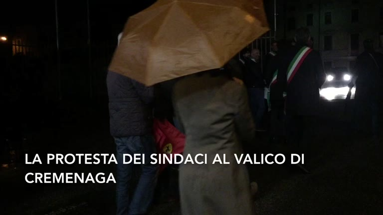 Video: La protesta dei sindaci al valico di Cremenaga