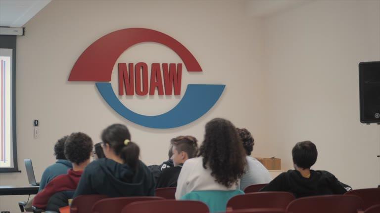 Video: Studenti in gita alla Noaw