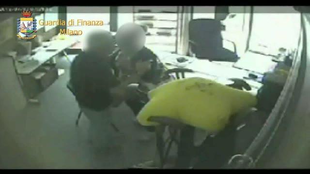 Video: Sesso in cambio di soldi per l'affitto, arrestato funzionario