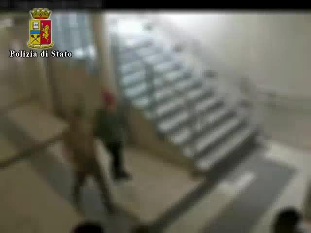Video: Ventenne varesino ruba 50 euro in stazione a Lecco