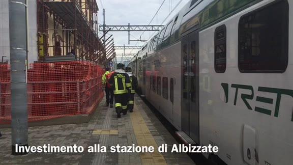 Video: Si getta sotto al treno alla stazione di Albizzate