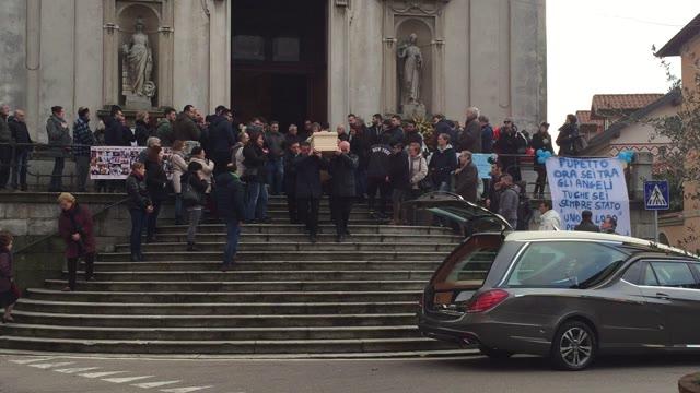 Video: I funerali di Carlo Vignando