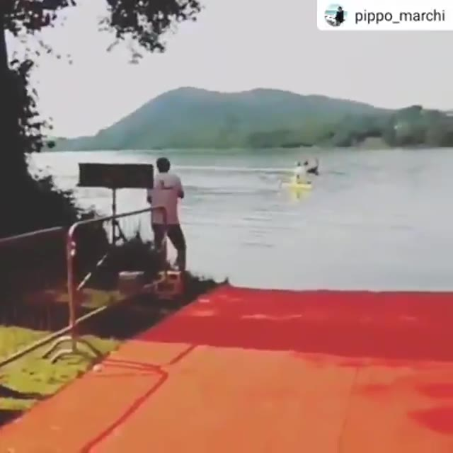 Video: Il photofinish dopo 5 chilometri di nuoto nel lago di Monate