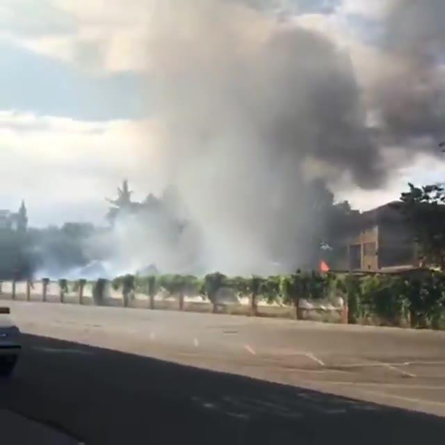 Video: Incendio in una ditta abbandonata a Castellanza