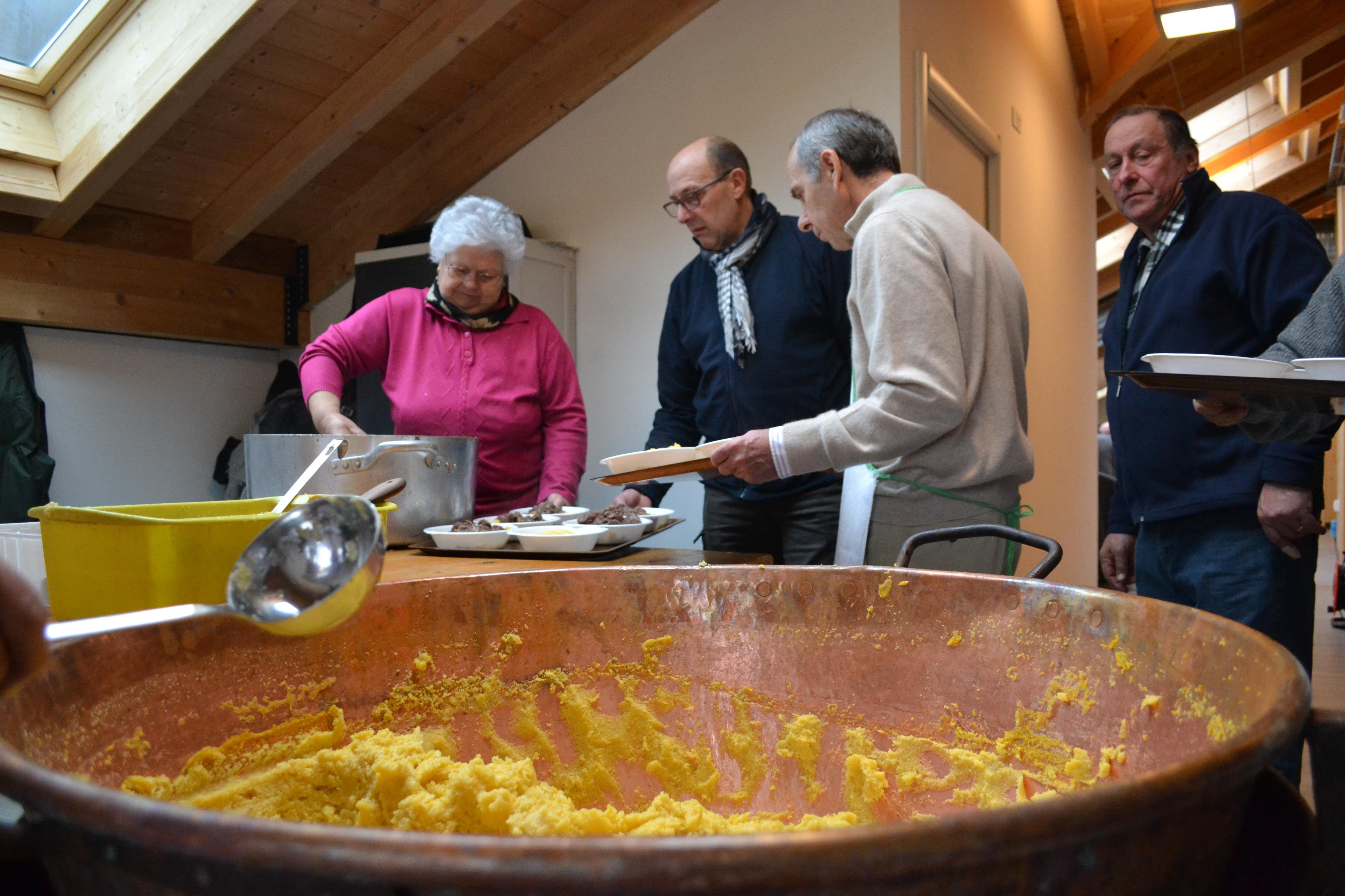 Video: Il pranzo con i volontari