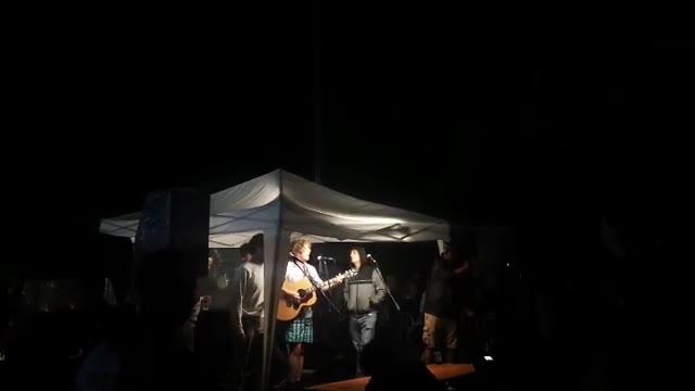 Video: Il concerto sotto al gazebo de Lo Stato Sociale