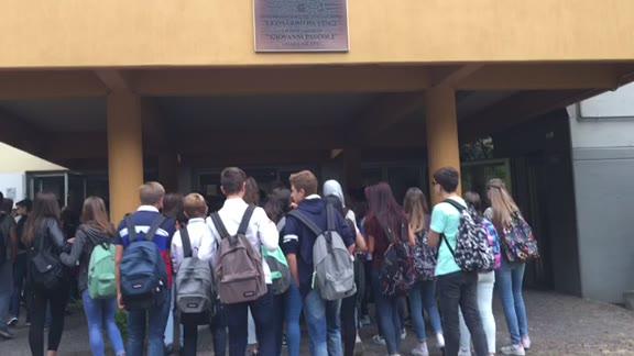 Video: Tutti in classe: la campanella è suonata per 133.000 ragazzi