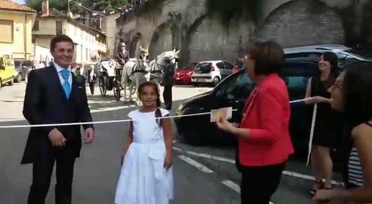 Video: Paga per portare via la sposa