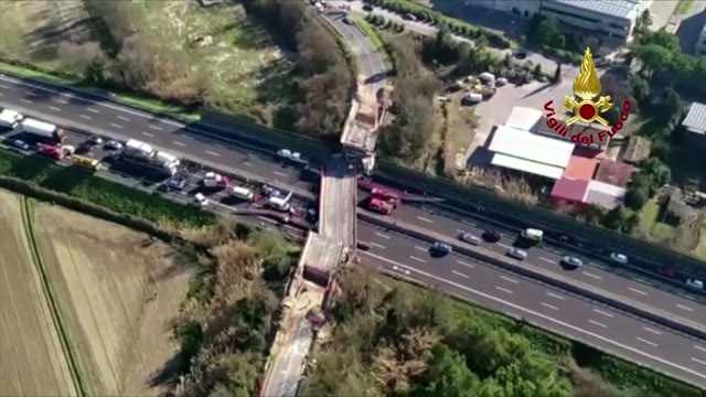 Video: Crollo del ponte, le immagini aeree