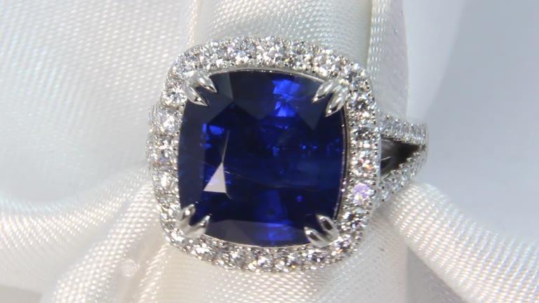37f06943e3a96 10.51 ct Platinum Vivid Blue Natural Ceylon Sapphire Ring, GIA - 3181