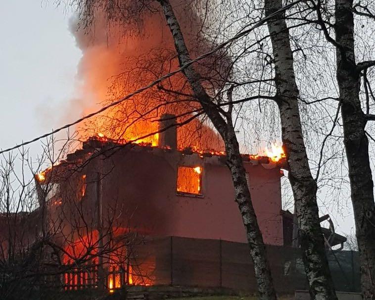 Video: Brucia una casa a Castello Cabiaglio