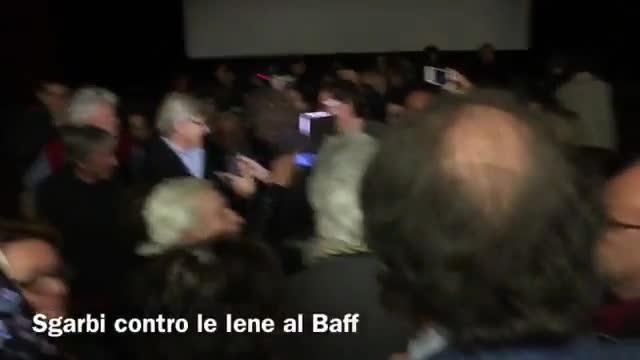 Video: Sgarbi contro le Iene al Baff