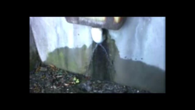 Video: Perdita al rubinetto del cimitero di Gazzada