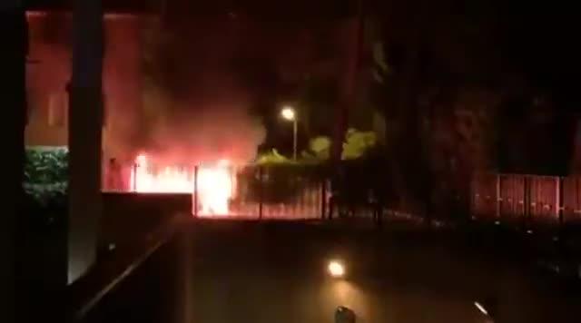 Video: Brucia un'auto a Busto Arsizio