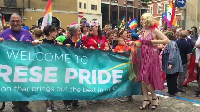 Video: Più di 2mila persone al Varese Pride