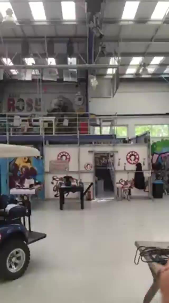 Video: Gli auguri di Rocco Siffredi alla bibliotecaria