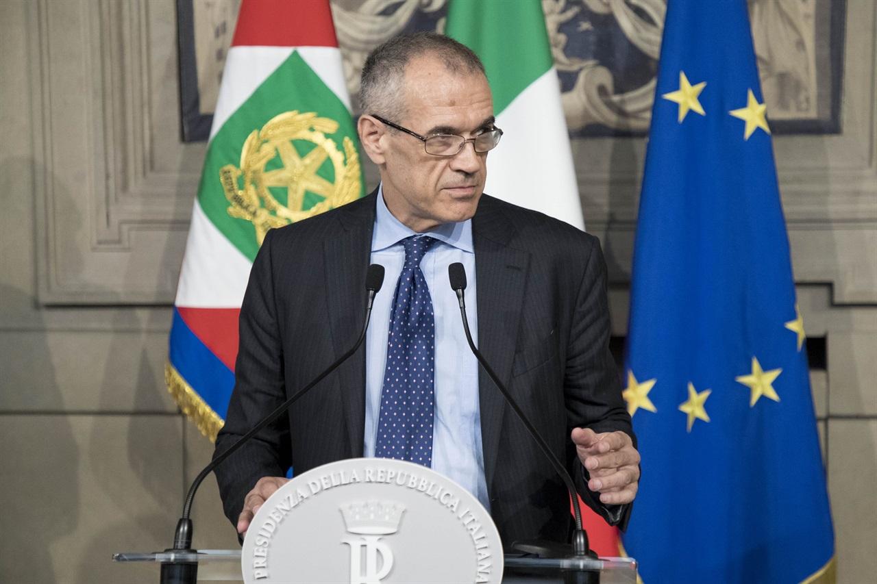 """Video: Carlo Cottarelli accetta l'incarico: """"Il mio un governo neutrale"""""""