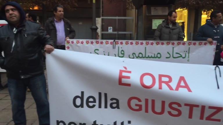 """Video: """"No alla violenza di Isis"""", islamici in piazza"""