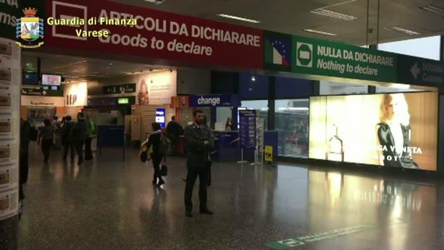 Video: Soldi nascosti ovunque: la GdF di Malpensa a caccia dei furbetti
