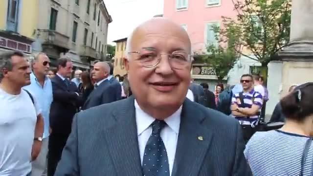 """Video: Gilli: """"Emozionante consegnare a Berlusconi l'atto di nascita del padre"""""""