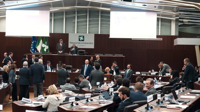Video: Via al primo Consiglio regionale della Lombardia