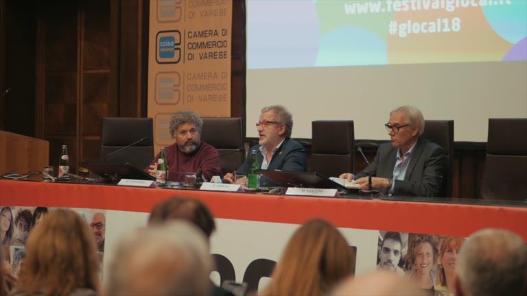 """Video: """"Rito Ambrosiano"""", il libro di Maroni in anteprima a Varese"""