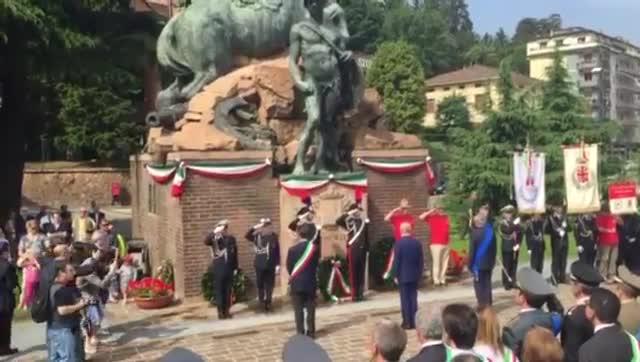 Video: Onore ai Caduti, la cerimonia della Festa della Repubblica