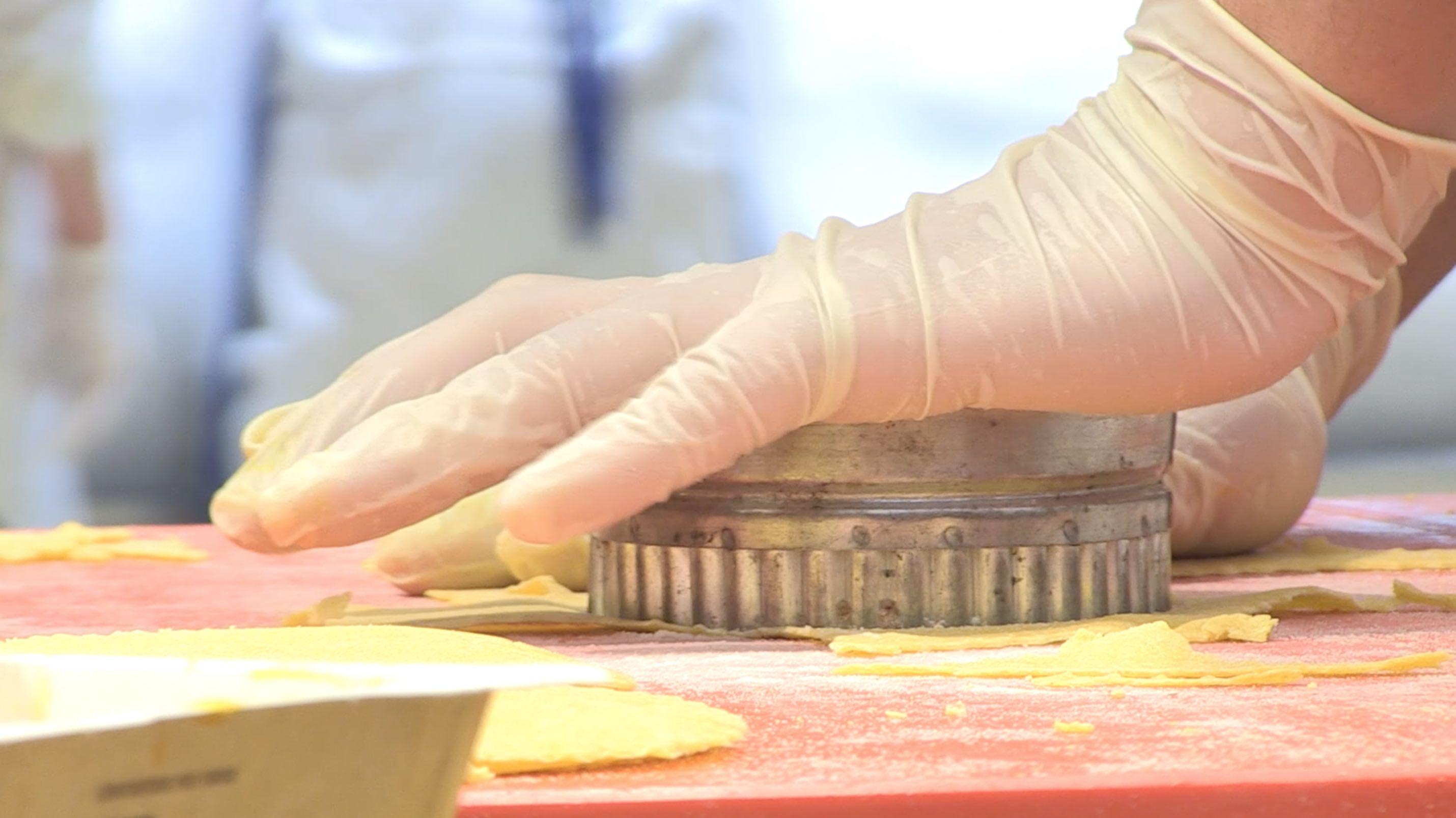 Video: I ragazzi del Cfp cucinano per il compleanno di Iper