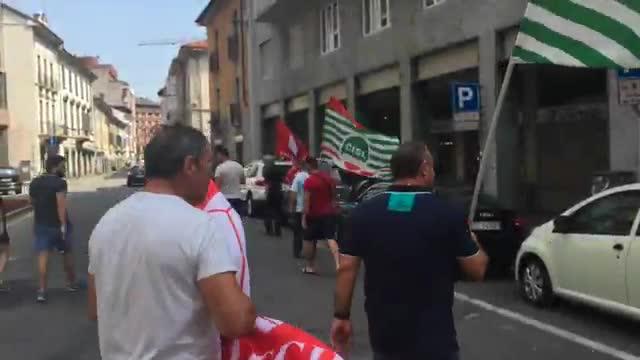 Video: Protesta dei lavoratori Caimi Costruzioni