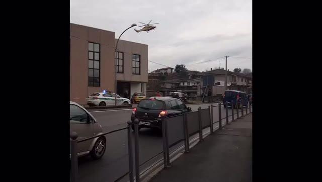Video: Auto ribaltata a Caravate, ferito un 19enne