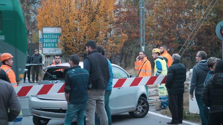 Video: Incidente al passaggio a livello di Gazzada Schianno