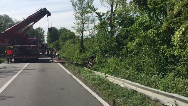 Video: Camion ribaltato, caos sulla Sp36